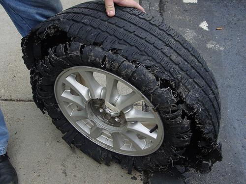 tire damage Foto
