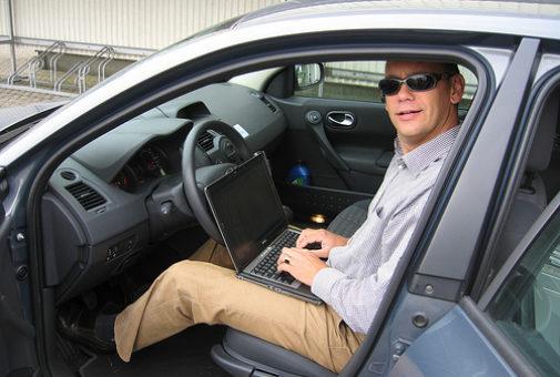 2528133311_596d568ea4_laptop-car