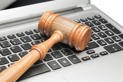 Berufsunfähigkeitszusatzversicherung - Teilurteil über Feststellungsantrag