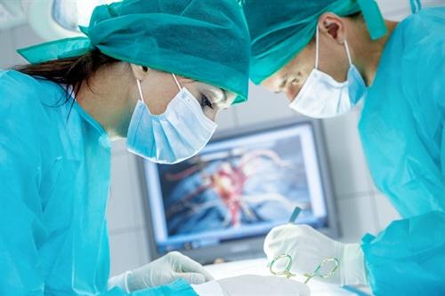 Die unverzichtbarste Absicherung des Mediziners ist die Arzthaftpflichtversicherung. Jeder Arzt ist sich seiner enorm hohen Verantwortung für die Gesundheit und das Leben seiner Patienten bewusst.