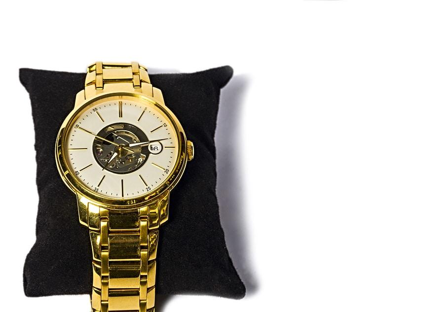 Hausratversicherung: Entschädigungsgrenzen bei Uhren aus Gold