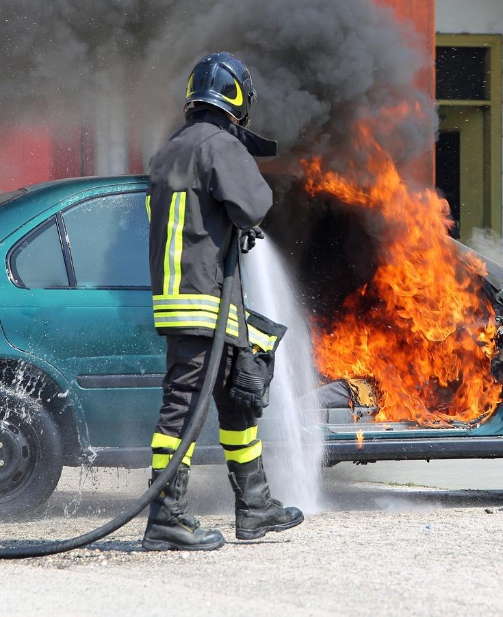 auto in brand gesetzt wer zahlt
