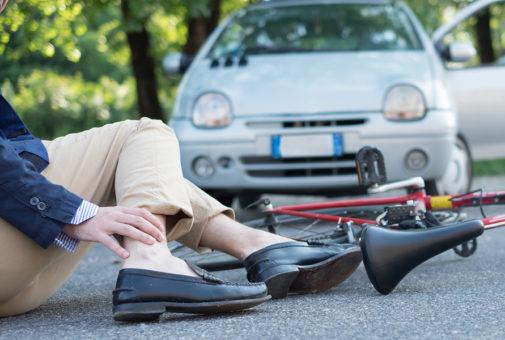 Unfallversicherung: verbliebene Schmerzsymptomatik kann eine Invalidität darstellen