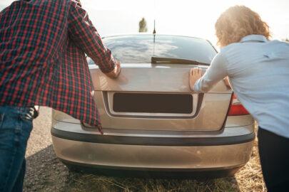 Privathaftpflichtversicherung – Schieben eines fahruntüchtigen Fahrzeugs und Beschädigung