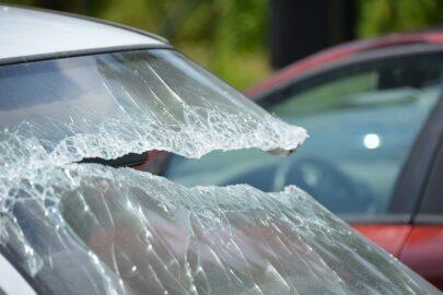 Teilkaskoversicherung: Haftung für Glasbruch durch Verschleiß