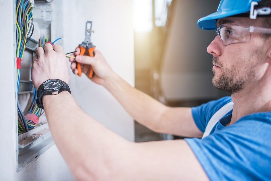 Berufsunfähigkeitszusatzversicherung: Verweisung eines Elektromeisters auf den Beruf eines Projektleiters