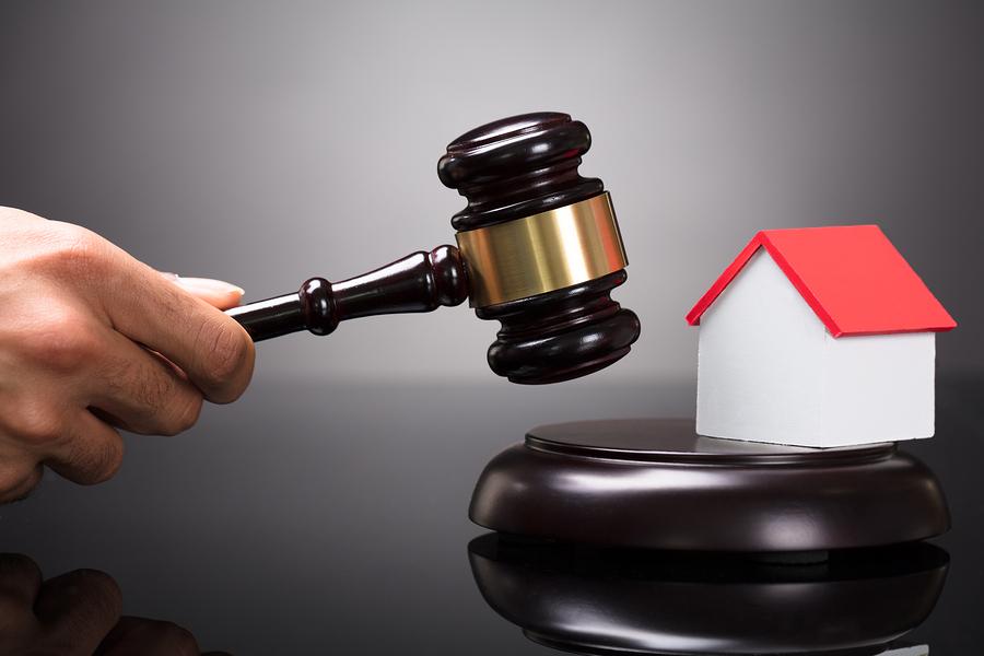 Wohngebäudeversicherung - Versicherungsschutz für eine in eine Einfriedungsmauer integrierte Schiebetoranlage