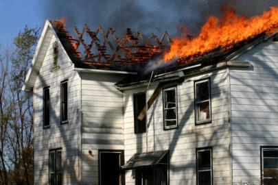Brandschaden bei Dacharbeiten im Wege der Nachbarschaftshilfe -Haftung
