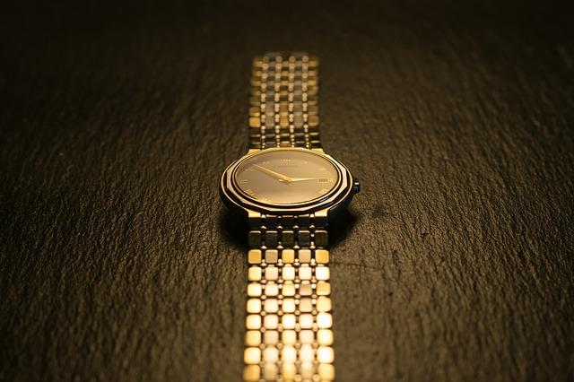 Hausratsversicherung – Uhr aus Gold eine Wertsache?