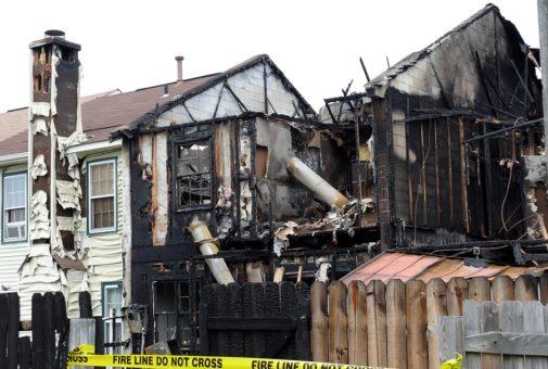 Wohngebäudeversicherung: Wiederherstellungsklausel bei Aufstockung eines Einfamilienhauses nach einem Brandschaden