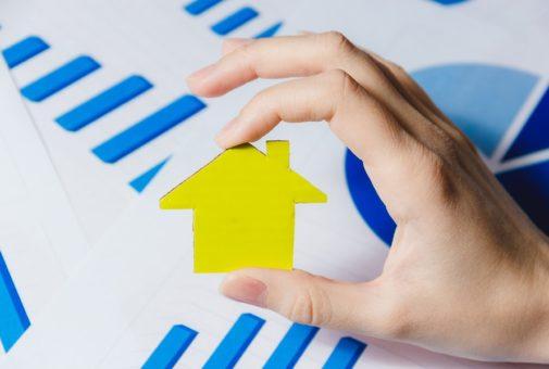 Gebäudeversicherung: Meldung des Versicherungsnehmers an HIS - betrügerische Inanspruchnahme der Versicherung