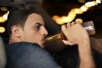 Kraftfahrzeughaftpflichtversicherung: Leistungsfreiheit wegen Alkoholkonsums und Verkehrsunfallflucht