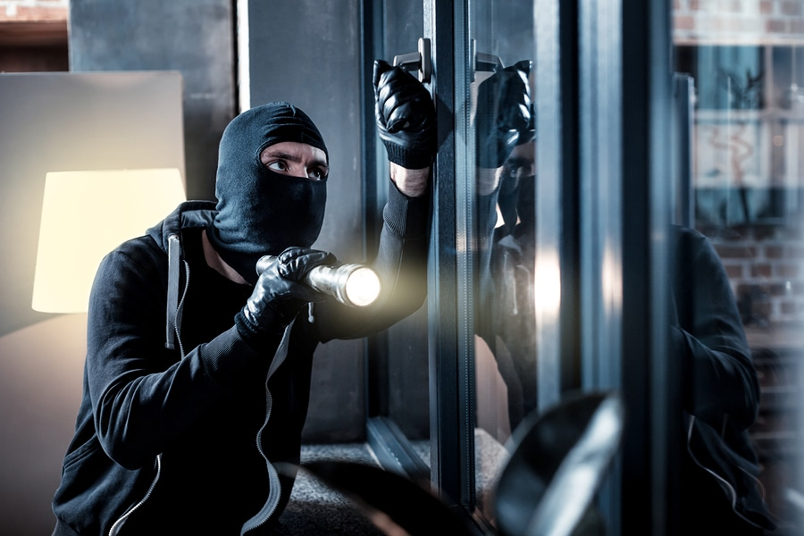 Hausratversicherung: Anspruch auf Kostenersatz von Fensterelementen nach einem Einbruchdiebstahl
