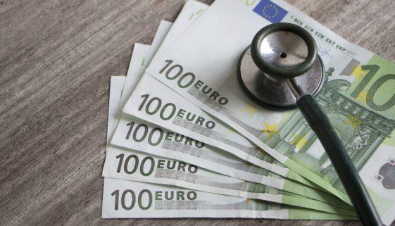 Krankheitskostenversicherung: Anspruch auf zukünftige Deckungszusagen für Behandlungen