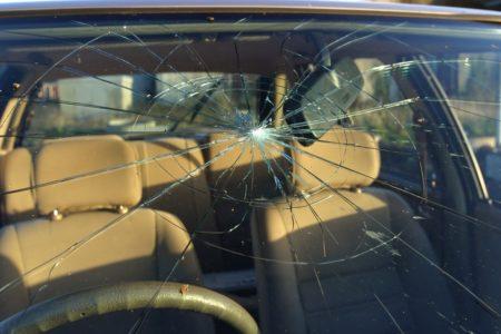 Kaskoversicherung: Leistungsausschluss bei Fahrzeugscheibenreparatur