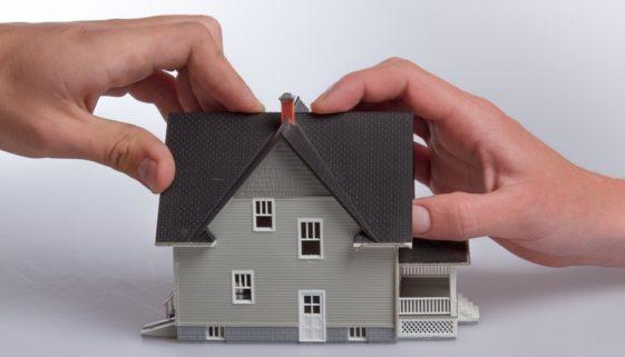 Wohngebäudeversicherung: Versicherungsnehmer muss nicht gegen Schädiger vorgehen