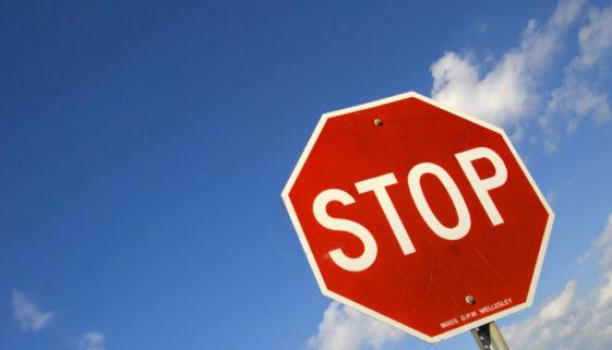 Kaskoversicherung - Herbeiführung eines Verkehrsunfalls durch Überfahren eines Stopp-Schildes