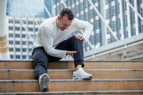 Unfallversicherung: Umknicken eines Knies als Unfall