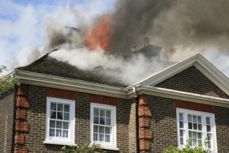 Gebäudeversicherung - Leistungsfreiheit bei vorsätzlicher Herbeiführung des Brandes