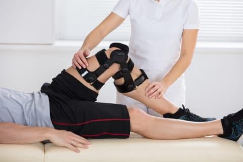 """Unfallversicherung - unfallbedingte Knieverletzung nebst Dauerschaden - Einwirkung """"von außen"""""""