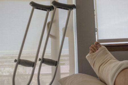 Unfallversicherung - Unfallschaden Bein beim Zuschlagen einer Autotür