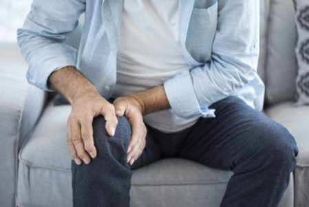 Unfallversicherung - Knieverletzung durch ungeschickte Körperbewegung