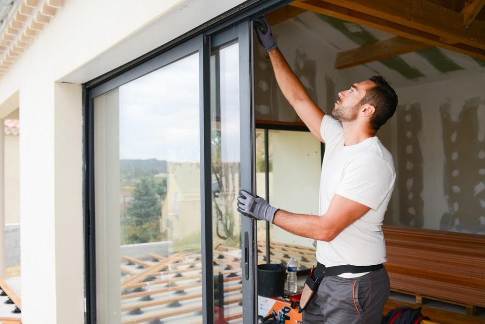 Hausratversicherung - Kostenerstattungsanspruch für Fensteraustausch nach Einbruchdiebstahl