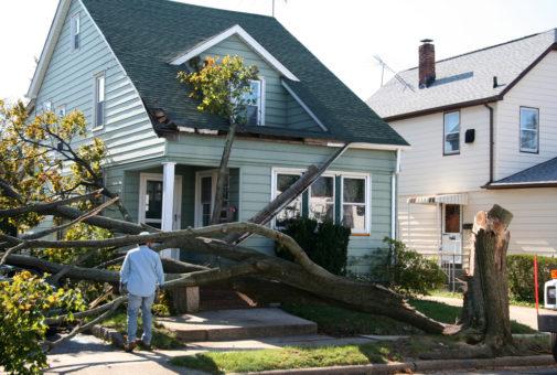 Gebäudeversicherung - Nachweis der (Mit-)Ursächlichkeit eines Sturmes für einen Schaden