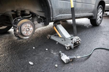 Kaskoversicherung - Kippen eines Fahrzeugs vom Wagenheber als Unfallereignis