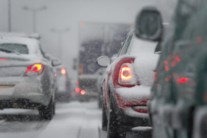 Kfz-Kaskoversicherung - Ausweichen auf der Autobahn bei winterlichen Straßenverhältnissen