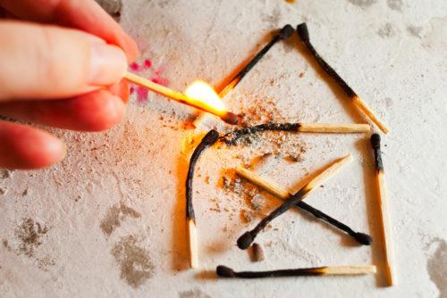 Wohngebäudeversicherung - Voraussetzungen eines Anspruchs auf den Neuwertanteil bei Brand