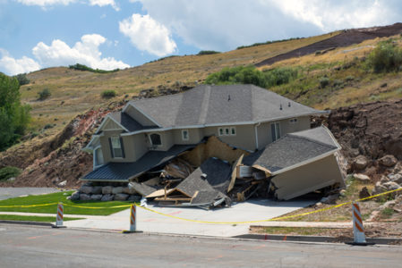Wohngebäudeversicherung – Wann liegt ein Erdrutsch vor?