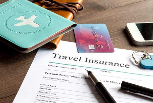 Reiserücktrittskostenversicherung - Arztfeststellung objektiv unerwartete schwere Erkrankung
