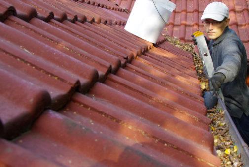 Elementarschadensversicherung - Wassereintritt aufgrund Verstopfung einer Regenrinne