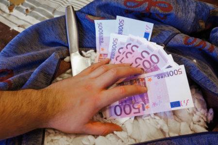 Hausratsversicherung - Anforderungen an Sicherheitsbehältnis bei Bargeldverlust