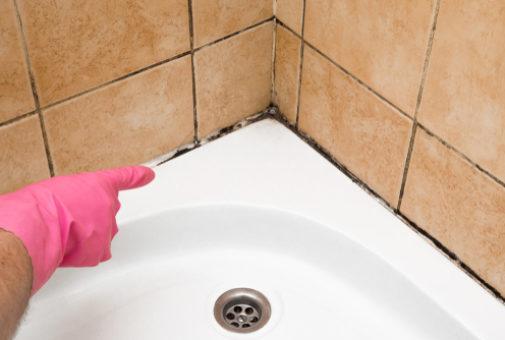 Wohngebäudeversicherung - Nässeschaden - Wasseraustritt in Duschecke