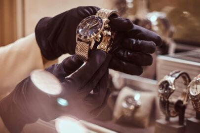 Hausratversicherung – Raub einer Armbanduhr – Wann liegt ein solcher vor?