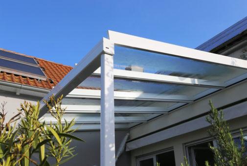 Glasversicherung - Versicherungsschutz für Plexiglas-Wellplatten einer Terrassenüberdachung