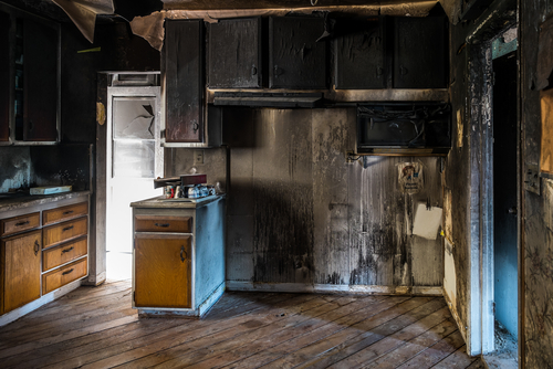Wohnungsbrand nach Rauchen im Bett - Ersatzanspruch des Hausratversicherers