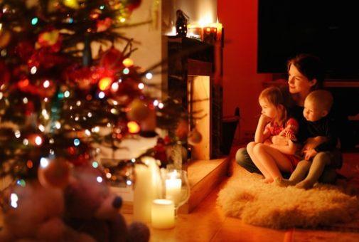 Wohngebäudeversicherung - Versicherungsfall durch brennende Kerzen am Weihnachtsbaum