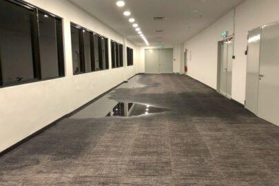 Leitungswasserversicherung - Austritt von Reinigungswasser durch undichte Stellen im Fußboden