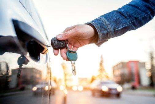 Kraftfahrzeugmietvertrag - Klausel über Wegfall der Haftungsfreistellung bei Obliegenheitsverletzung
