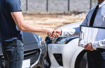 Verkehrsunfall – Wie lange muss ich auf das Geld der gegnerischen Versicherung warten?