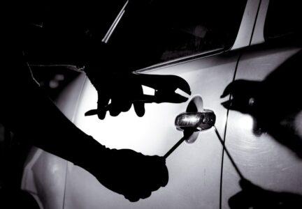 Kaskoversicherung - Entwendung eines Fahrzeugs bei vorherigem Wohnungseinbruch