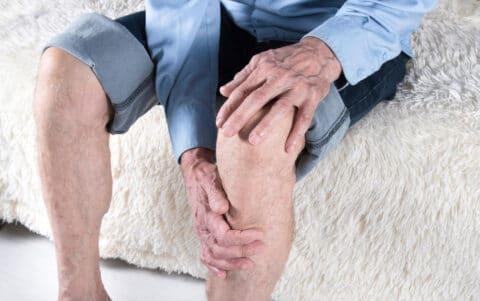 Unfallversicherung - Bewertung von Arthroseschmerzen unzureichende sachverständige Bewertung