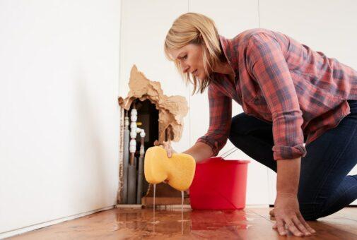 Leitungswasserversicherung - Reinigungswasseraustritt durch undichte Stellen im Fußbodenbereich