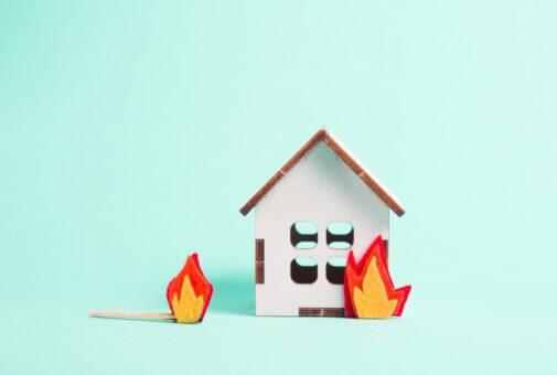 Gebäudeversicherung - Indizien für Eigenbrandstiftung
